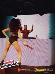 Ünlü Dans kareografı Burcu Gidenoğlu ile DJ Ozan Doğulu aynı sahnede, konser organizasyonunda.