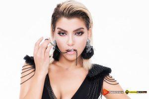 Güzel sanatçı Funda'nın konser organizasyon şirketi ile anlaşma imzaladığını paylaştı